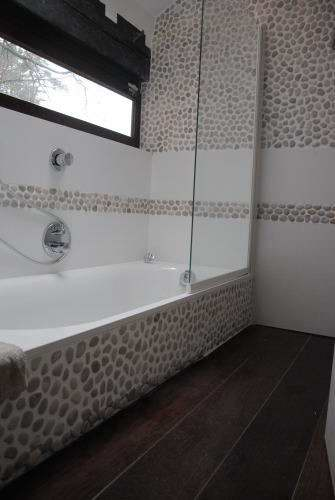 Salle de bain r novation devis carrelage king for Galet carrelage salle de bain